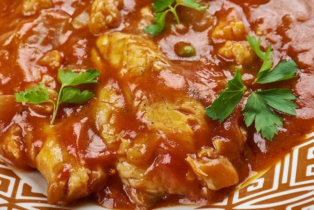 Katla macher tel jhal, poisson au curry bengali
