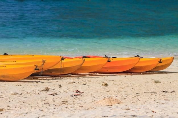 Kayak boat sur la plage