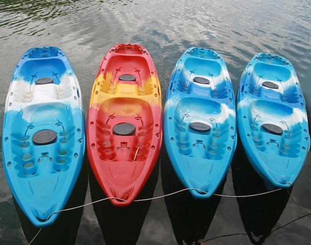 Kayaks dans le lac