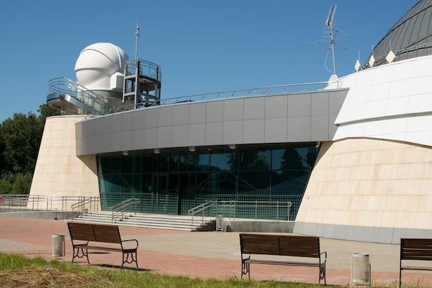 Kazan, fédération de russie - 14 août 2017: le planétarium de l'université fédérale de kazan nommé d'après aa leonov