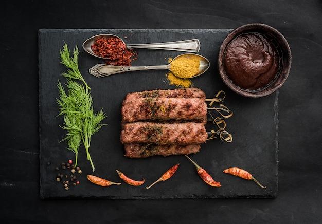 Kebab grillé aux épices