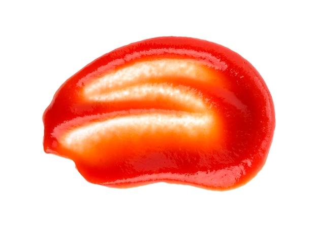 Ketchup aux tomates isolé sur blanc