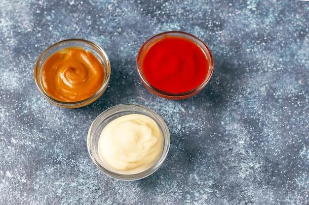 Ketchup maison, sauce moutarde et mayonnaise.
