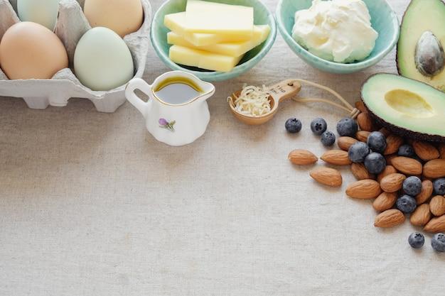 Keto, régime cétogène, faible teneur en glucides, aliments de perte de poids sain riche en graisses