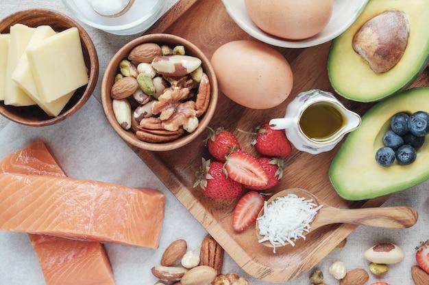 Keto, régime cétogène, faible teneur en glucides, haute bonne graisse, nourriture saine