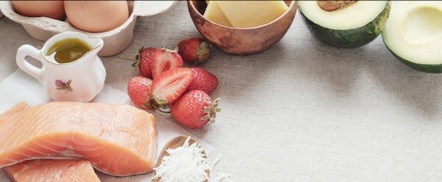 Keto, régime cétogène, faible teneur en glucides, haute et bonne graisse, nourriture saine