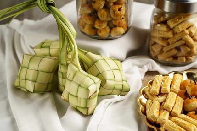 Ketupat et collations pour eid mubarak