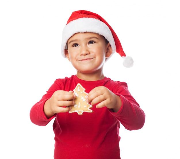 Kid avec un arbre à biscuits