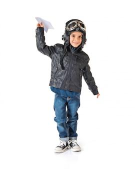 Kid habillé en aviateur