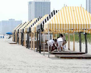 Kiosques de jardin à la plage