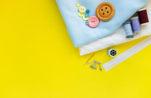 Kit de couture et matériaux en tissu avec concept de couture d'ustensiles de couture, passe-temps à la maison