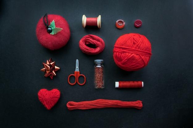 Kit de couture rouge: accessoires et équipement pour la couture