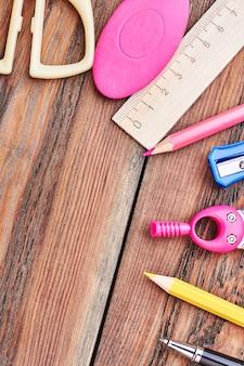 Kit d'outils de papeterie. dans une papeterie.