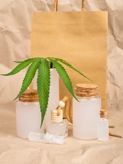 Kit de soins de la peau cbd cosmétique au cannabis et feuille de chanvre verte.