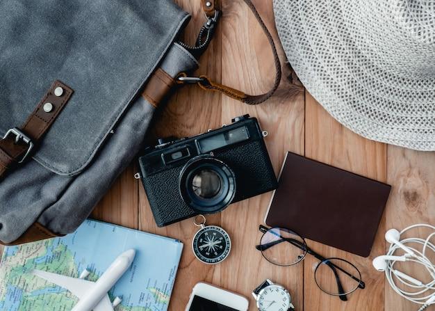 Kit de voyage sur une table