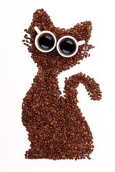 Kopi luwa en gros plan, grains de café torréfiés, les grains de café civet, torréfaction de kopi luwak.