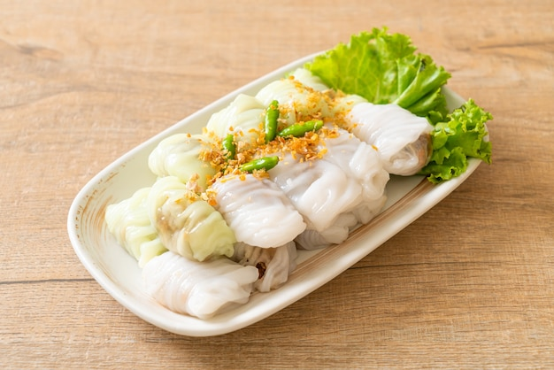 (kow griep pag mor)paquets de riz à la vapeur de porc ou boulettes de riz à la vapeur
