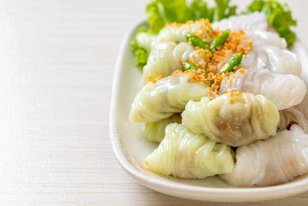 (kow griep pag mor) parcelles de riz cuit à la vapeur de porc ou dumplings à la peau de riz cuits à la vapeur
