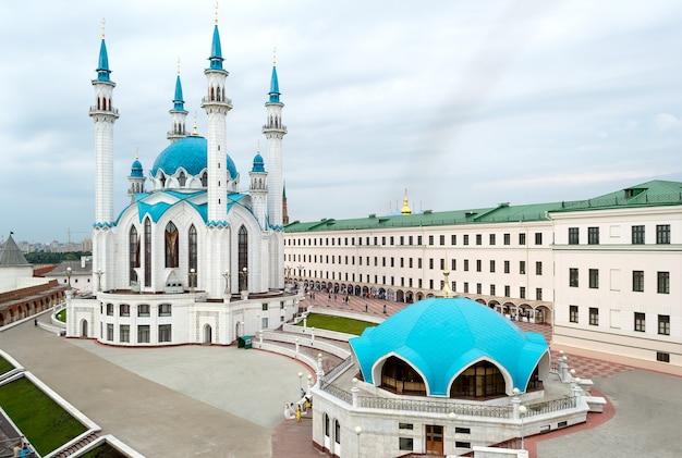 Kremlin de kazan, russie. vue aérienne de la mosquée qol sharif