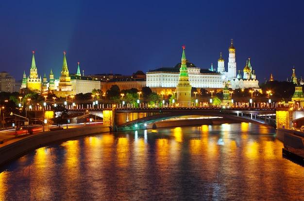 Kremlin de moscou dans la nuit d'été