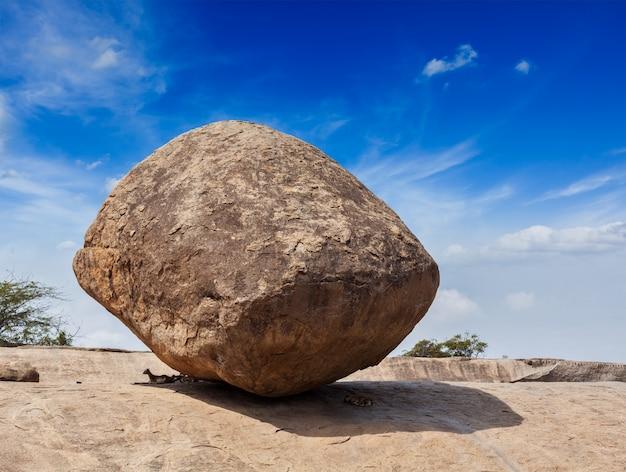 Krishna's butterball - équilibrer la pierre de roche naturelle géante, maha