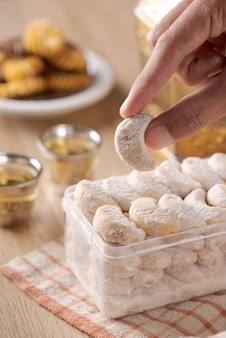 Kue putri salju ou biscuits blancs comme neige. biscuits islamiques biscuit pour la tradition eid mubarak