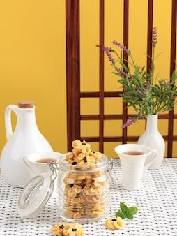 Kue semprit, kue kering lebaran indonésien traditionnel avec forme de rose de fleur