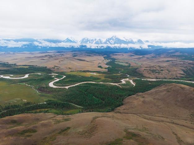 Kurai steppe et rivière chuya