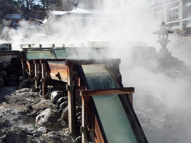 Kusatsu onsen, gunma, source chaude naturelle.