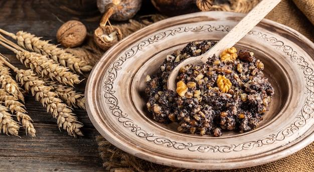 Kutia. plat de céréales de cérémonie de noël traditionnel. bannière, menu, lieu de recette pour le texte, vue de dessus.