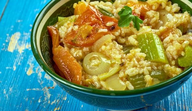 Kymali pirasa yemegi - plat de légumes libanais aux oignons poireaux, cuisine du moyen-orient