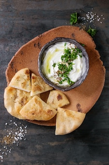 Labneh trempette fraîche au fromage à la crème libanais