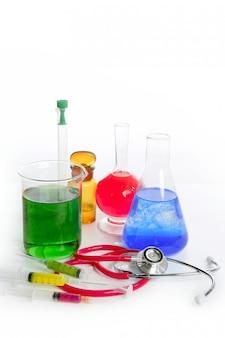 Laboratoire de recherche chimique avec équipement médical