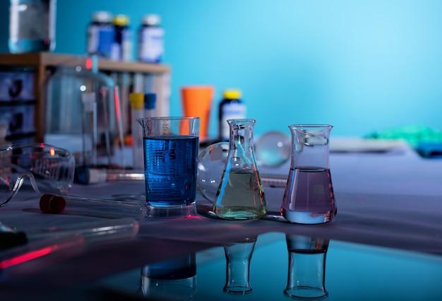 Laboratoire de sciences médicales. concept de recherche sur les virus et les bactéries