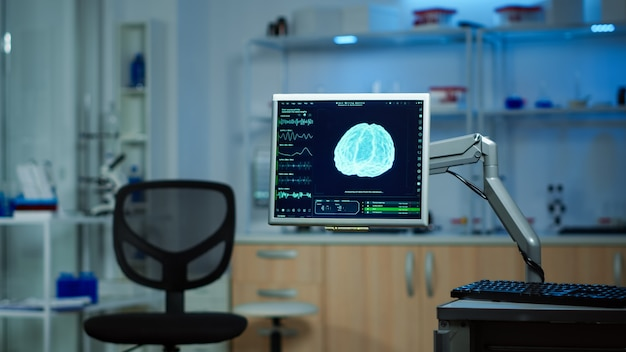 Laboratoire vide équipé de façon moderne sans personne dedans, préparé pour l'innovation neurologique à l'aide d'outils de haute technologie et de microbiologie pour la recherche scientifique. clinique médicale pour l'examen des fonctions cérébrales