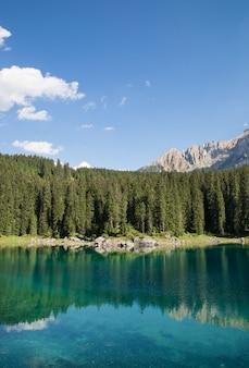 Lac carezza dans le trentin-haut-adige