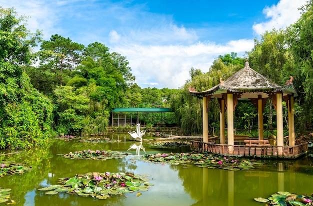 Lac à la cascade de cam ly à da lat, vietnam