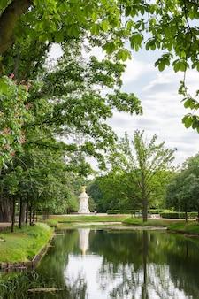 Lac dans le parc central de berlin tiergarten