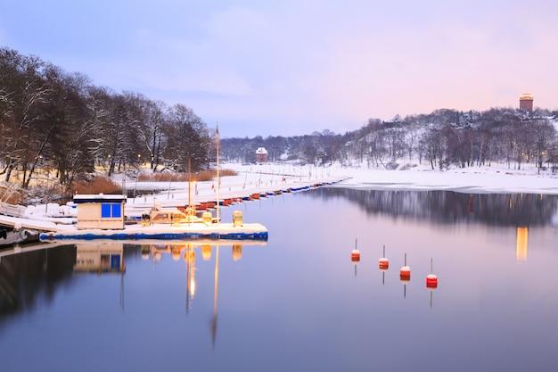 Lac dans le parc de stockholm en suède