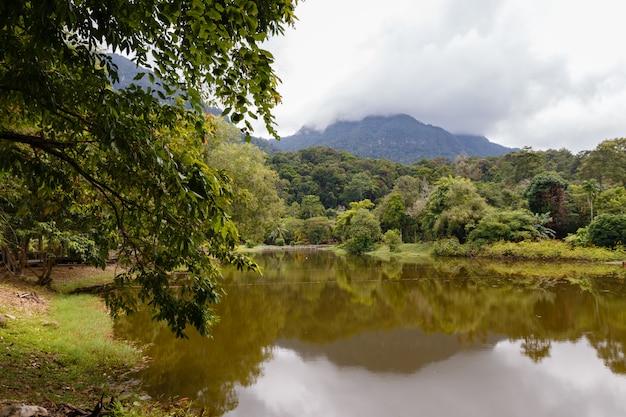 Lac dans le village culturel de kuching à sarawak