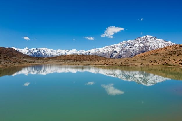 Lac dhankar. vallée de spiti, himachal pradesh, inde