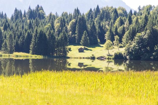 Lac geroldsee avec les montagnes karwendel