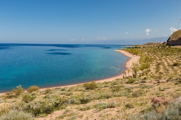 Lac issyk-kul, kirghizistan, rive sud du lac