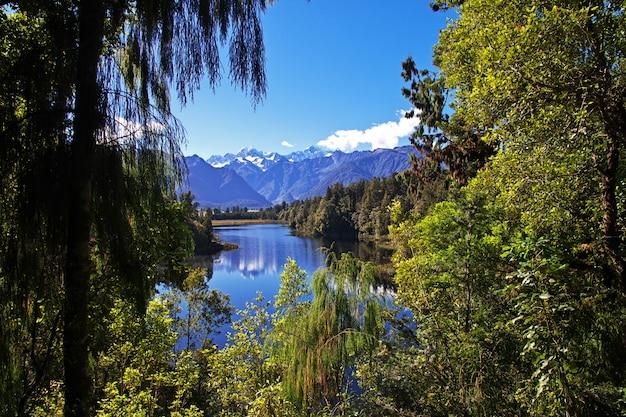 Lac miroir sur l'île du sud, nouvelle-zélande