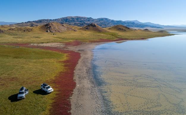 Lac de montagne épique, photographie aérienne