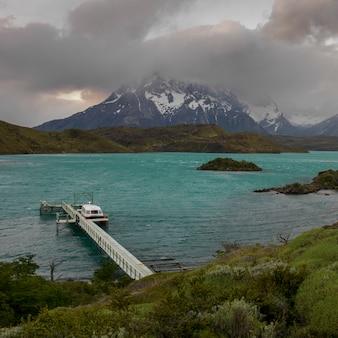 Lac pehoe, parc national de torres del paine, patagonie, chili