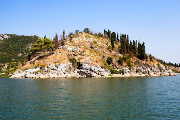 Lac skadar en été de l'année. monténégro