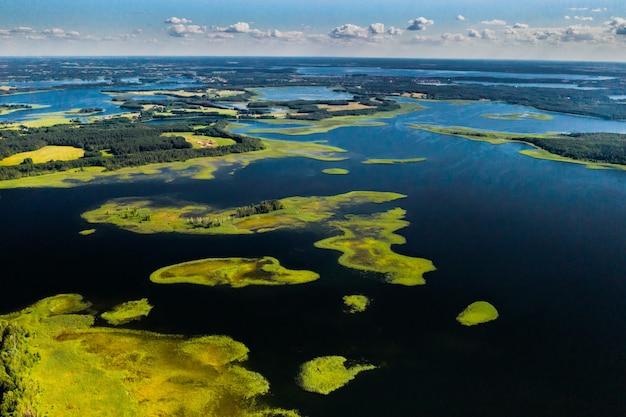 Lacs snudy et strusto dans le parc national des lacs braslav