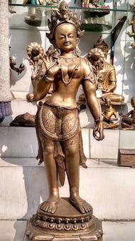 Une lady vintage sculpture