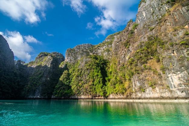 Lagon bleu de pileh à l'île de phi phi, thaïlande.